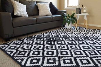Black-Geometric-Diamond-Dhurrie-Rug---Catalogue