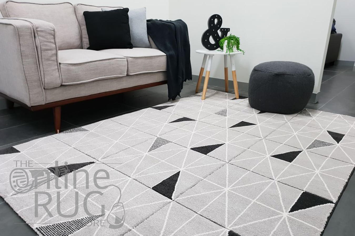Aiden Grey Black Geometric Diamond Pattern Rug (1)